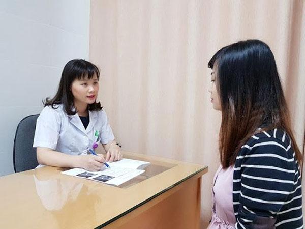 Bước đầu tiên khi xét nghiệm ung thư cổ tử cung là khám lâm sàng