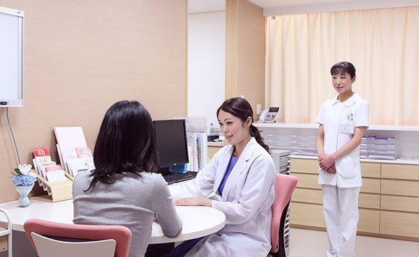 Phiên dịch viên đi kèm bệnh nhân khi đi khám ở bệnh viện Nhật Bản thông qua IMS