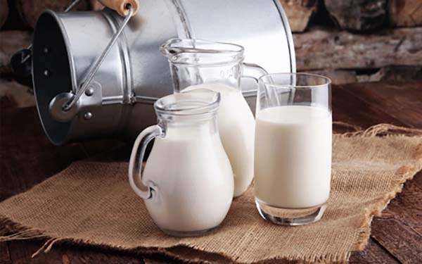 Cách uống sữa đúng cho người bị ung thư
