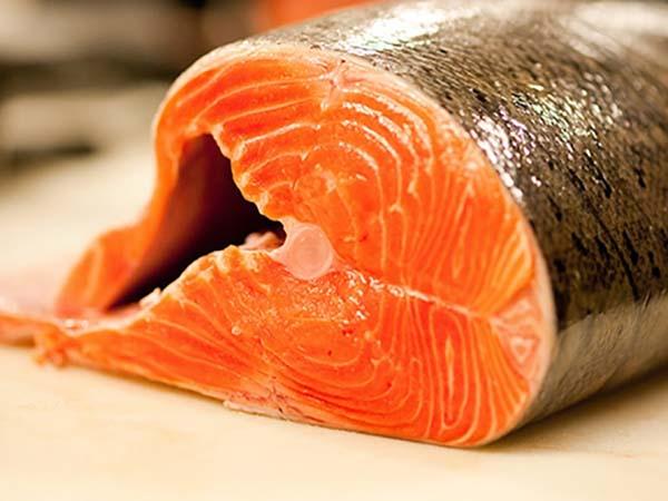 Cá hồi giúp cải thiện làn da và vóc dáng