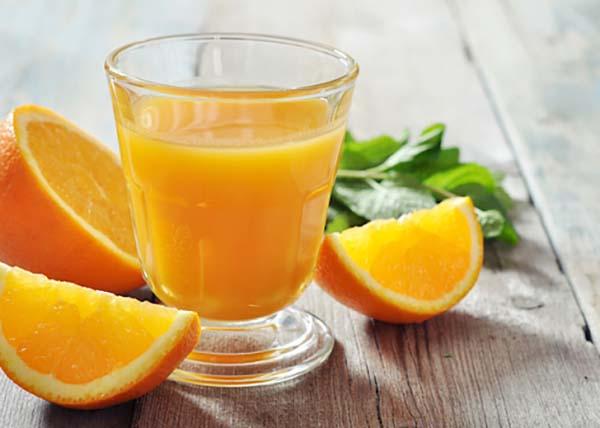 Có nhiều ý kiến trái chiều về việc sử dụng nước cam cho bệnh nhân ung thư