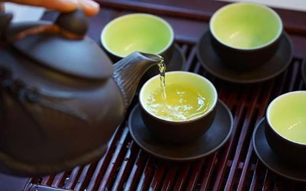 Không nên uống trà sau khi ăn trứng vịt lộn